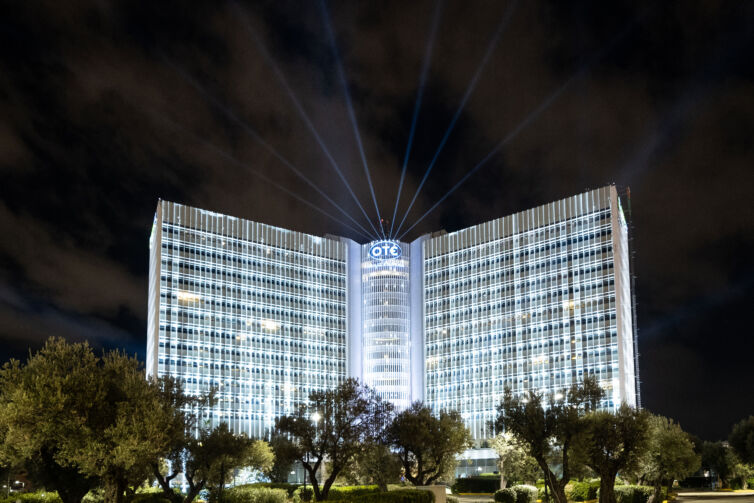 COSMOTE HEADQUARTERS ILLUMINATION